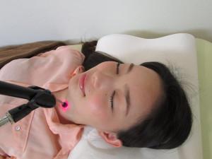 岩崎アンチエイジングメソッド東京立川院では、婦人病や不妊症などで悩んでいるアラフォー世代の女性に、光治療で細胞を若返らせ、もう一度、赤ちゃんの出来やすいカラダに戻すための自然療法に取り組んでいます!
